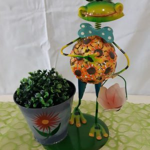 Frosch mit Blumentopf