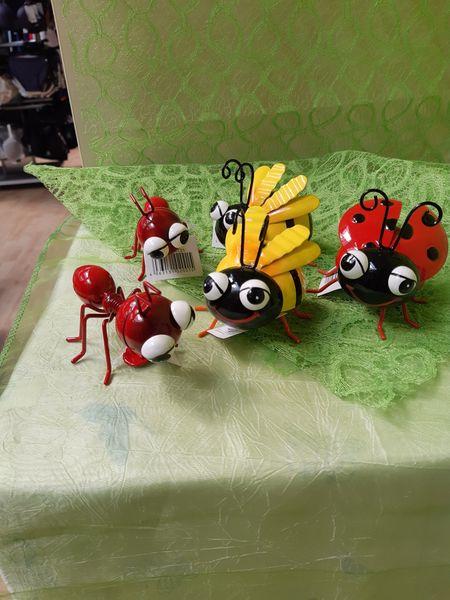 Biene mit Magnet